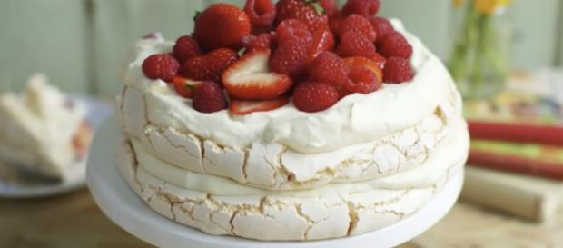 Meringue cake / Screenshot via YouTube