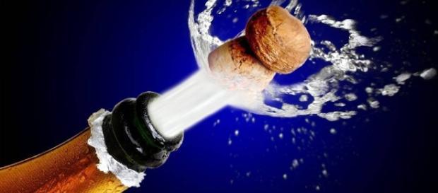 O ladrão teve seus planos sabotados por uma garrafa de champanhe. (Foto: Reprodução/Internet)