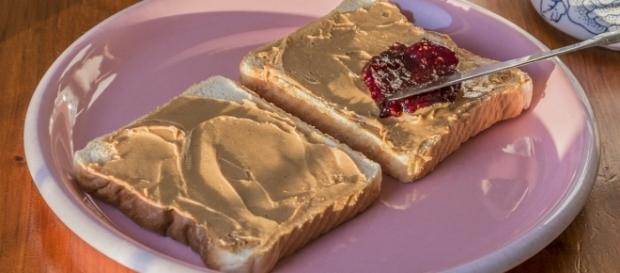 Peanut butter and jelly sandwich by Matias Garabedian from Montreal, Canada via Wikimedia Commons