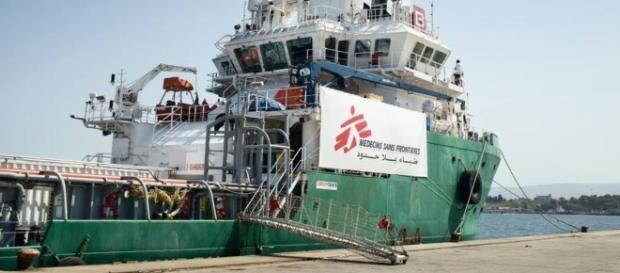 Un'imbarcazione dell'organizzazione non governativa 'Medici Senza Frontiere'