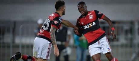 Vinicius Junior comemora seu primeiro gol no profissional