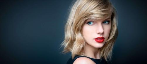 Em 2013, Taylor Swift foi assediada sexualmente pelo DJ David Mueller