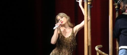 Taylor Swift performance / Photo via Eva Rinaldi, Wikimedia Commons