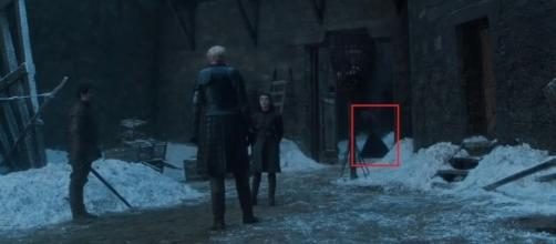 The mysterious woman behind Arya. Screencap: Ben Quincy-Shaw via YouTube