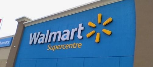 Walmart receives criticism over 'back to school' display with gun case [Image: Wikimedia/Benchapple/CC BY-SA 3.0