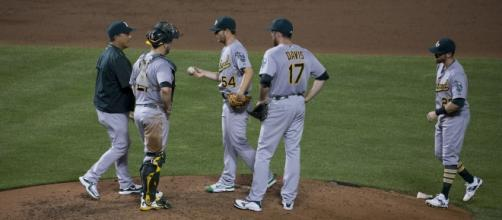 Sonny Gray with his teammates (Image: flickr/Keith Allison)