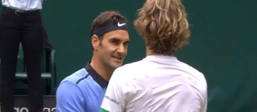 Federer and Zverev in 2017 Halle final/ Photo: screenshot via ATPWorld Tour channel on YouTube