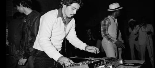 Hoy, 11 de agosto, pero de 1973, se considera la fecha oficial del nacimiento del hip hop gracias a DJ Kool Herc.