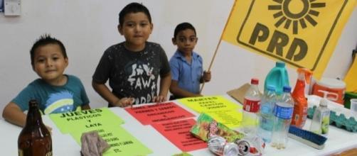 Niños aprendieron sobre el reciclaje durante el taller ecológico.