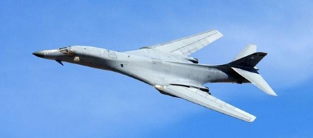 B-1B Bombwe (United States Air Force wikimedia)