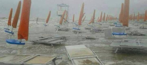 Furiosa tempesta sulle spiagge del Veneto