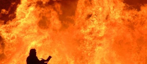 Le fiamme nella zona di Rocca San Zenone (TR)