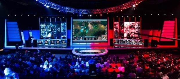 League of Legends North American LCS by Gabriel.gagne via Wikimedia Commons