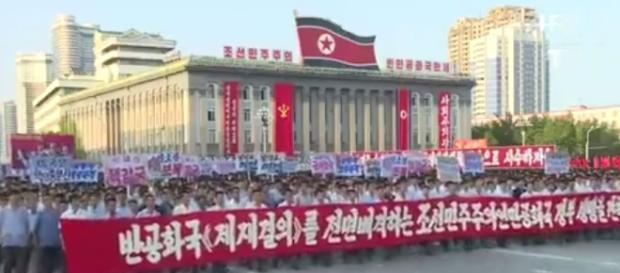 Un rassemblement impressionnant en Corée du Nord contre les menaces de Donald Trump.