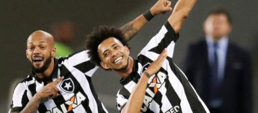 Botafogo: jogadores comemoram gol