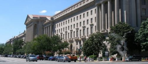 Environmental Protection Agency (EPA) headquarters. / [Image by coolcaesar via Wikimedia, GNU Free Documentation License]