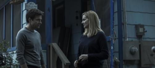 Jason Bateman interpreta Marty Byrde e Laura Linney é sua esposa Wendy, em Ozark (Jackson Davis/ Netflix)