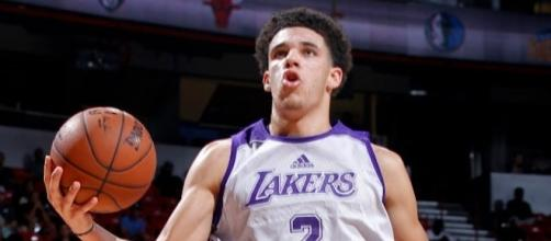 Lonzo Ball believes that LeBron James is better than Kobe Byrant (via YouTube/NBA)