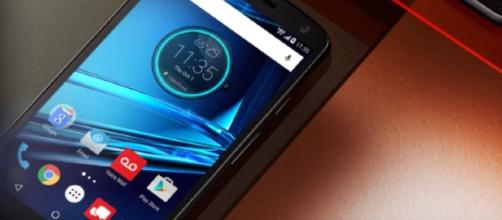 Images of Moto X4 have been leaked. [Image via YouTube/Wochit Tech]