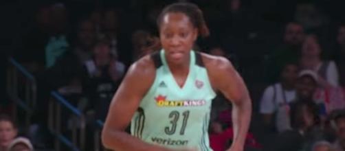 Tina Charles and the New York Liberty picked up the road win over the Atlanta Dream on Friday night. [Image via WNBA/YouTube]