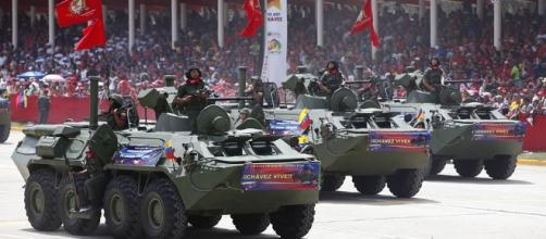 Venezuelan Army in Caracas, 2014. / [Image by Cancillería del Ecuador via flickr, CC BY-SA 2.0]
