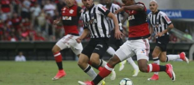 Globo transmite Atlético-MG x Flamengo neste domingo para RJ e parte da rede (Foto: Reginaldo Pimenta / Raw Image / Lance!)
