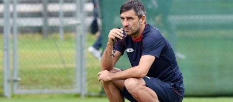 In alto, l'allenatore del Genoa Ivan Jurić.
