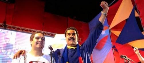El presidente de Venezuela, Nicolás Maduro, junto a su hijo