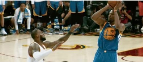 LeBron James and the Cavs visit Kevin Durant and the Warriors for a Christmas Day showdown. [Image via NBA/YouTube]