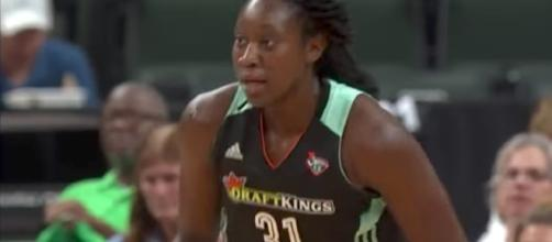 Tina Charles' 21 points and seven boards helped lead the Liberty to a dominant victory over the LA Sparks on Sunday. [Image via WNBA/YouTube]