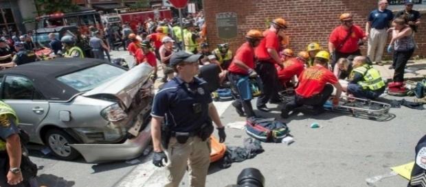 Charlottesville (Etats-Unis) : une voiture fonce dans une foule de manifestants anti-racistes.