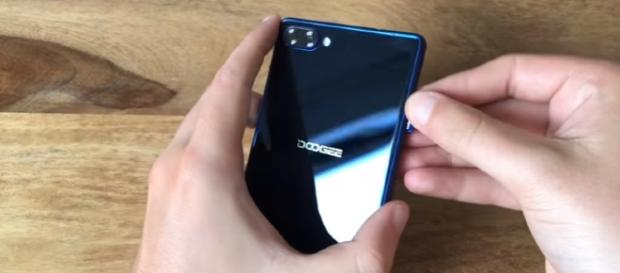 Doogee Mix Unboxing - Image - ChinaMobileMag| YouTube