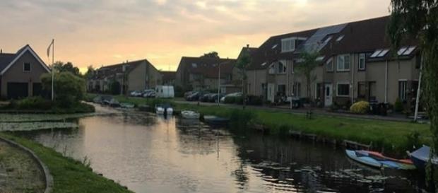 La città di Zaandam al tramonto
