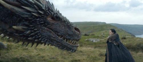 Jon Snow e Drogon em importante cena do episódio exibido neste domingo (13). Foto: Reprodução/HBO.