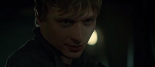 """Jonathan is alive in the """"Shadowhunters"""" Season 2 Episode 20. (Photo:YouTube/SH Updates)"""