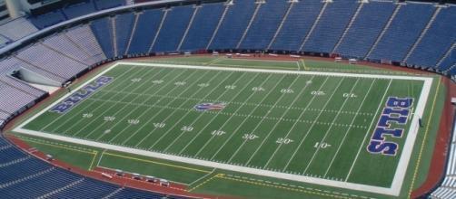 Ralph Wilson Stadium, Buffalo Bills, Buffalo NY. Crane lift (29) by Michael Cardus via Flickr