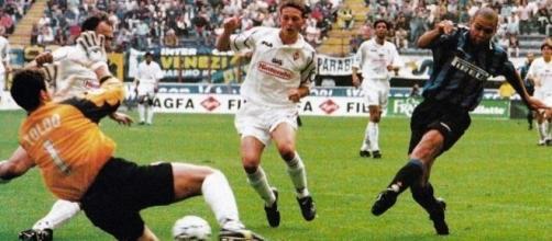 Ronaldo batte Francesco Toldo: Inter-Fiorentina 3-2 del 21 settembre 1997