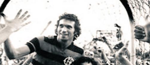 Rondinelli, o Deus da Raça com a camisa rubro-negra