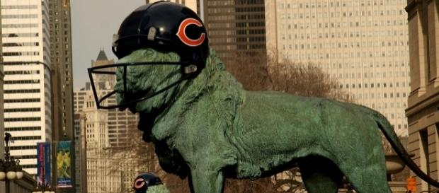 Art Institute of Chicago's lions decorated to support the Chicago Bears during the week of Super Bowl XLI by Señor Codo via Wikimedia Commons