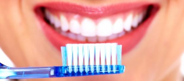 Higiene dental para conservar la salud bucal - clinicadentalbances.com