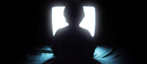 Binge-watching linked to poor sleep quality and insomina- Aaron Escobar/Wikimedia Commons
