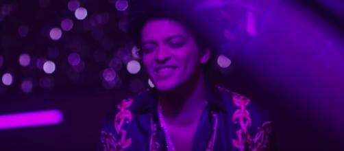 Bruno Mars - Versace On The Floor [Official Video] Bruno Mars/Youtube