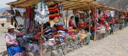 Maca, Perú-enero 16: Mercado de recuerdos de en 16 de enero de ... - depositphotos.com