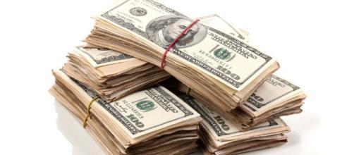 Muito dinheiro para os bancos, enquanto o salário mínimo diminui a cada ano