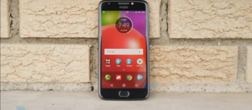 The Moto E4 raised the bar for budget phones. (via PhoneArena/Youtube)