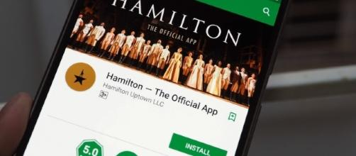You're not seeing things. That's the official 'Hamilton' app for Android and iOS. / Youtube screengrab