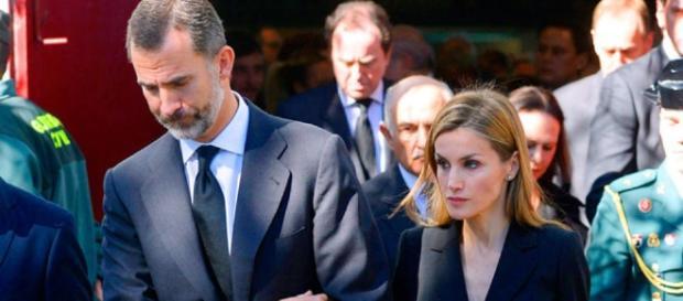 Los Reyes presiden su primer funeral multitudinario con el trágico ... - diezminutos.es