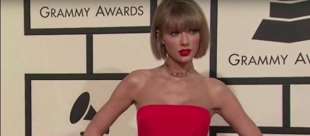 Taylor Swift - YouTube screenshot | CNNMoney/https://www.youtube.com/watch?v=8YpR8jbxn1I
