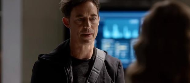 The Flash - 2x05 : Meet Dr. Harrison Wells from Earth 2 (Ultra-HD 4K) - YouTube/The Flash