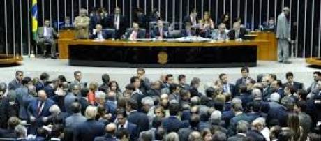 Comissão na Câmara rejeita proposta que pede fim dos cargos